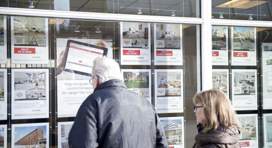 Efter en lang periode med stigninger sluttede boligpriserne i 2014 med et fald, viser nye tal fra Danmarks Statistik. Hele 2014 bød dog på en så stor fremgang, at flere økonomer.