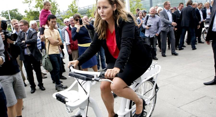 Fredag præsenterede transportminister Pia Olsen Dyhr (SF) Københavns nye bycykel, der går under navnet »Verdens bedste by- og pendlercykel«. Det skete på Stig Lommers Plads ved Flintholm Station.