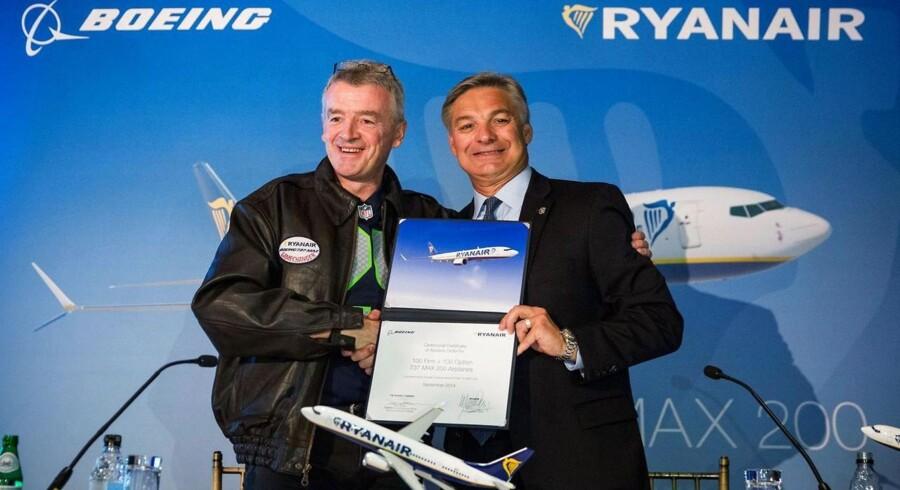 Michael O'Leary, CEO fra Ryanair og Ray Conner, CEO fra Boeing, præsenterer købet af de nye fly i New York.