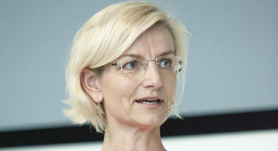 Venstres Ulla Tørnæs (V) og Rina Ronja Kari (N) fra Folkebevægelsen mod EU går i fælles kamp mod dankortet