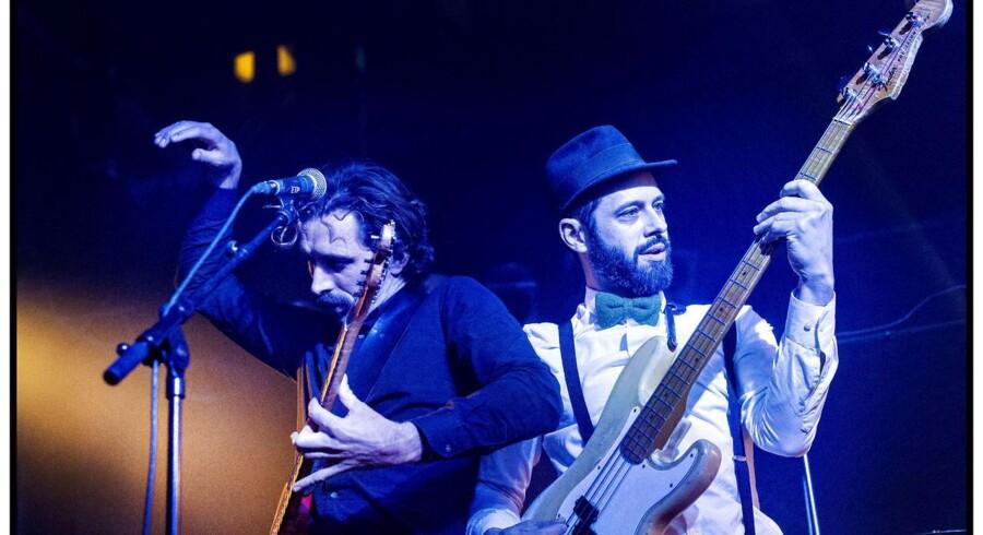 Arkivfoto: Jeppe Kjellberg (tv) og Tomas Høffding, WhoMadeWho, optræder ved P6 Beat Rocker Koncerthuset i DR Koncerthuset lørdag 7. december 2013.