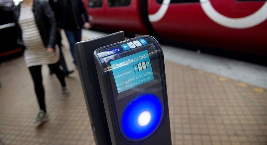 Arkivfoto af rejsekort-stander.