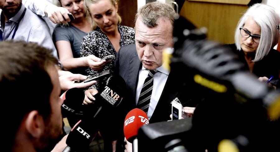 Lars Løkke ankommer til Venstres gruppemøde tirsdag.