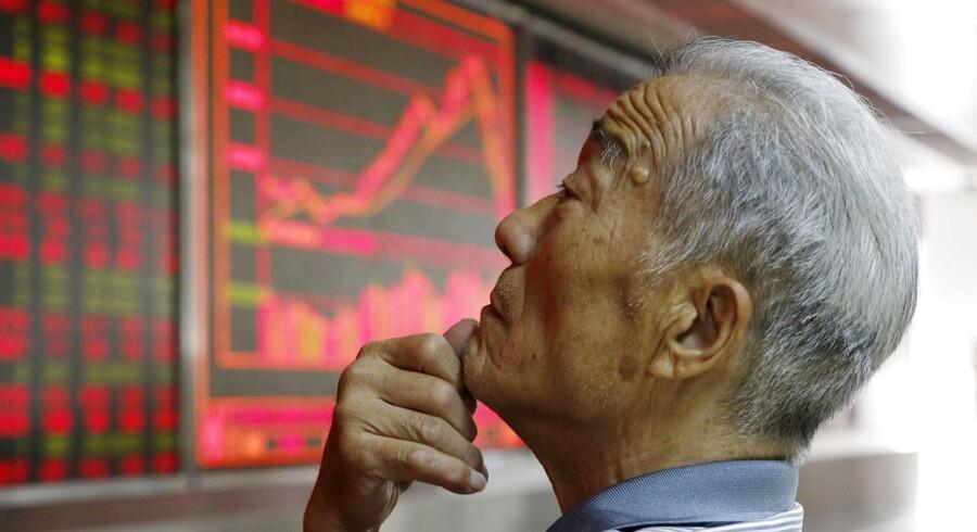 Det toneangivende Shanghai Composite falder med lige over 8 pct., hvilket er det største fald siden 2007.