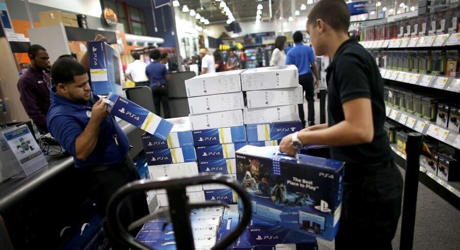 Den nye Sony Playstation 4 konsol ramte de amerikanske butikker i fredags. På 24 timer solgte butikkerne 1 million stykker af den nye populære konsol.