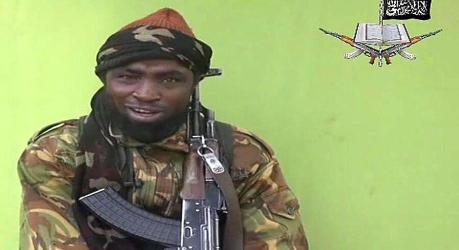 Lederen af ekstremistgruppen Boko Haram optræder på et videoklip, hvor han stiller krav for løsladelsen af de over 200 nigerianske piger, den islamistiske gruppe har taget til fange.