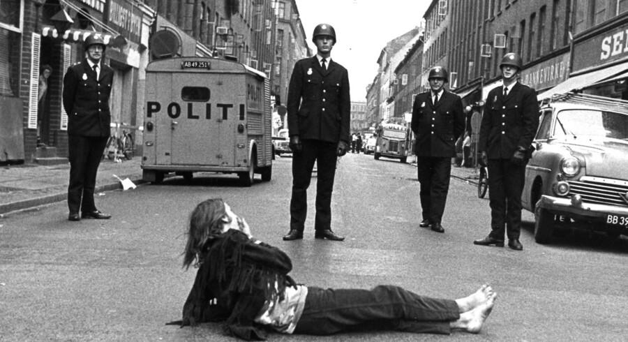 Danmark Dengang. Boligaktivister fjernes af politiet, ikke alle vil fjerne sig frivilligt. Ca. 1970.