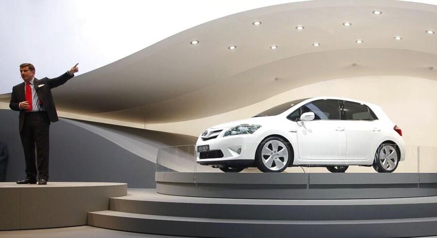 Den japanske bilfabrikant Toyota kalder 1,75 mio. biler globalt tilbage, efter at der angiveligt skulle være problemer med bremsesystemet.
