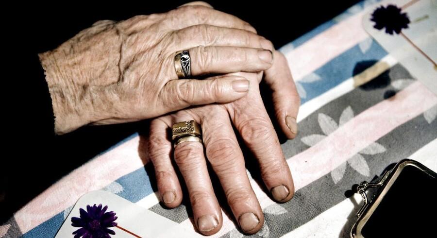 Danskere, der bliver på arbejdsmarkedet efter folkepensionsalderen, er tvunget til at få udbetalt deres pension over færre år.