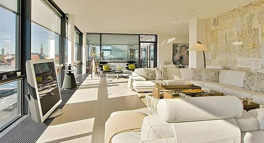Fredag blev det annonceret at Danmarks dyreste lejlighed er solgt. En gigantisk luksuslejlighed på Christianshavn satte prisrekord, da den kom på markedet sidste år med en udbudspris på 27,5 millioner kroner.