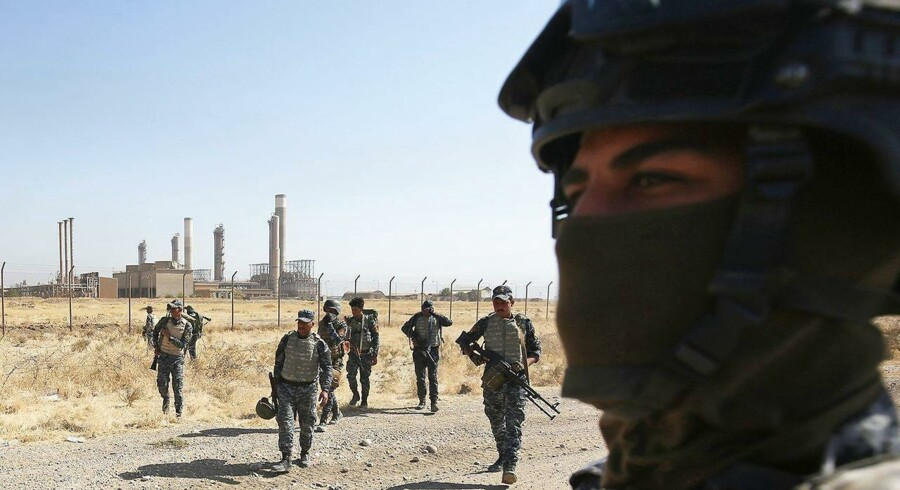Irakiske soldater ved fronten uden for byen Kirkuk. . / AFP PHOTO / AHMAD AL-RUBAYE