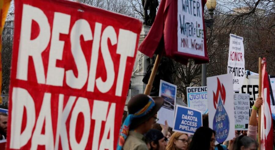 Dakota Access Pipeline (Dapl) har fra starten været en, mildest talt, kontroversiel sag. Her demonstration mod opførelse af olieledningen, som både er blevet kritiseret af miljøaktivister, den oprindelige amerikanske befolkning og veteraner fra den amerikanske hær