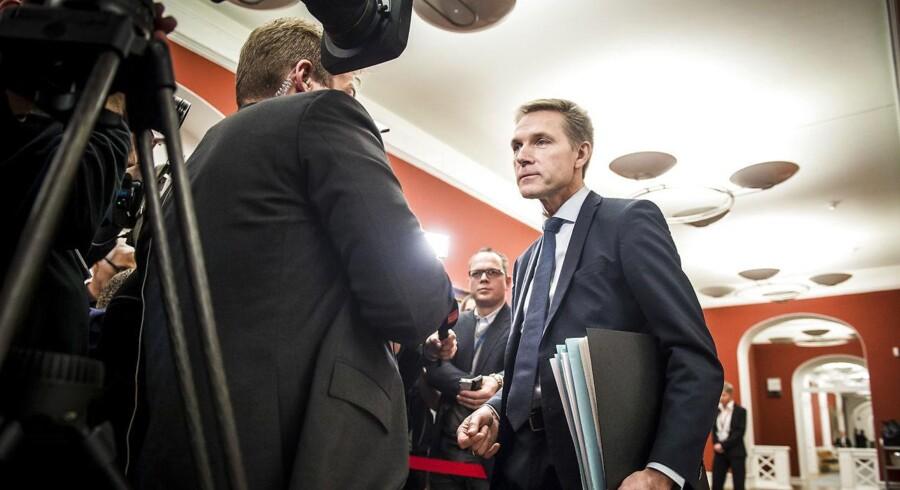 Dansk Folkepartis formand, Kristian Thulesen Dahl, ankommer til et møde med regeringstoppen i Statsministeriet fredag eftermiddag.