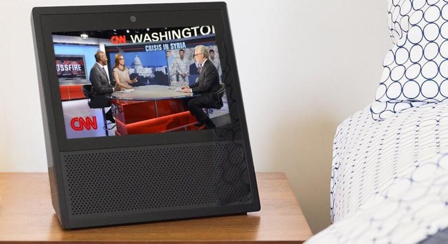 Echo Show er en trådløs TV-skærm med indbygget højttaler og Amazons stemmegenkendelsessoftware Alexa. Men nu lukker Google for YouTube-signalet til den. Foto: Amazon