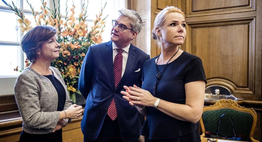 En klumme om den muslimske ramadan, som udlændinge- og integrationsminister Inger Støjberg (V) har skrevet, er blevet kritiseret af en af hendes partifæller i Venstres folketingsgruppe. Men »Inger Støjbergs måde at betone tingene på er og bliver skarpvinklet«, siger Venstres gruppeformand, Karen Ellemann (til venstre).