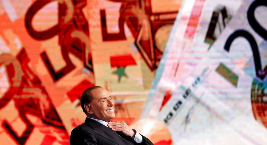 I 2011 blev Silvio Berlusconi, mens gældskrisen var på sit højeste, sat fra bestillingen efter pres fra EU. Seks år senere er den aldrende Cavaliere og hans centrumhøjrekoalition det bedste bud på et pålideligt Italien ved valget 4. marts. REUTERS/Remo Casilli