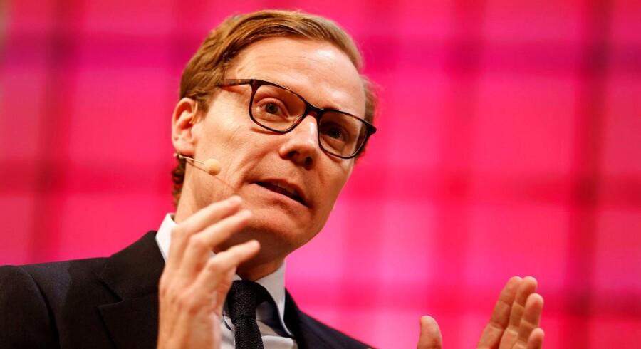 Alexander Nix er i både britiske og amerikanske mediers søgelys efter afsløringer af, hvordan firmaet Cambridge Analytica høstede - og plantede - data på facebook i forbindelse med det amerikanse præsidentvalg og muligvis Brexit-afstemningen.
