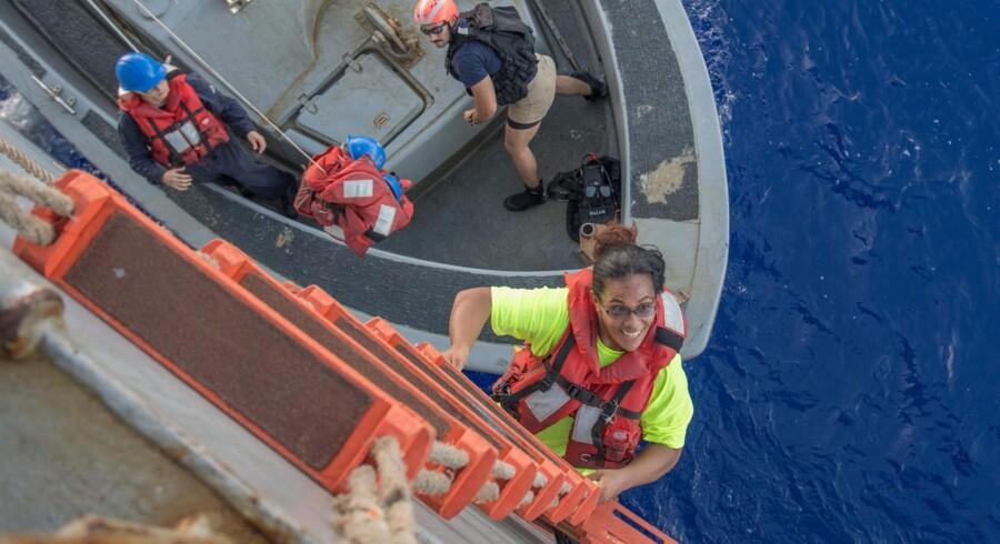Tasha Fuiaba, der sammen med Jennifer Appel, stævnede ud fra Hawaii for fem måneder siden, blev i denne uge reddet af et amerikansk krigsskib efter fem måneder på Stillehavet. Scanpix/Jonathan Clay