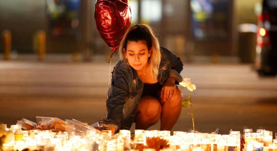 Masseskyderiet i Las Vegas er ifølge amerikanske medier det værste i moderne amerikansk historie. I alt er 59 mennesker døde og over 500 såret, lyder den foreløbige opgørelse.