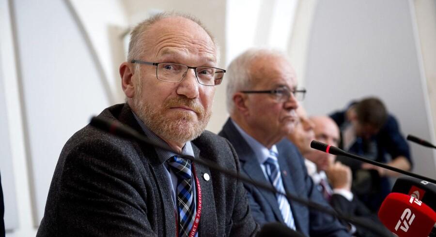 Statsrevisorernes formand, Peder Larsen (tv.) præsenterede onsdag eftermiddag statsrevisorernes kritik af Miljø- og Fødevareministeriets forvaltning af fiskekvoter. (Arkivfoto)
