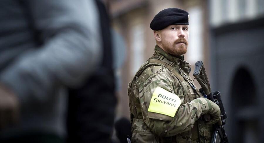 Justitsminister Søren Pape Poulsen (K) fastslår, at terrortruslen består, selv om kalifatet falder, hvorfor danskerne må vænne sig til soldater i gaderne. /Foto Sofie Mathiassen.