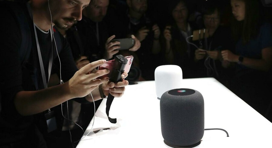 Her er Apples bud på en intelligent højttaler, HomePod. Den kommer først til jul og vil koste 2.300 kroner - meget mere end konkurrenternes tilsvarende højttalere. Foto: Justin Sullivan, Getty Images/AFP/Scanpix
