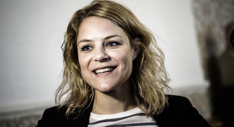 Politikeren fra Enhedslisten venter sit første barn med kæresten Casper Hyldekvist.