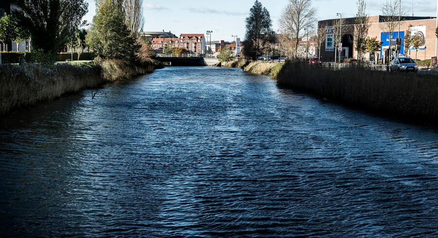 Vand i Horsens efter stormen Ingolf. Foto: Mette Mørk Stormen Ingolf giver eftervirkninger med vand i Horsens. Foto: Mette Mørk