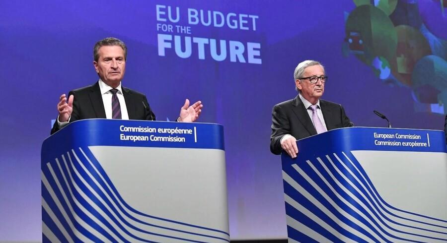 EUs budgetkommissær Günther Oettinger fremlagde i går budgetforslaget på ni billioner kroner, hvor et mindre EU skal deles om de samme udgifter. Foto: Emmanuel Dunand/AFP.