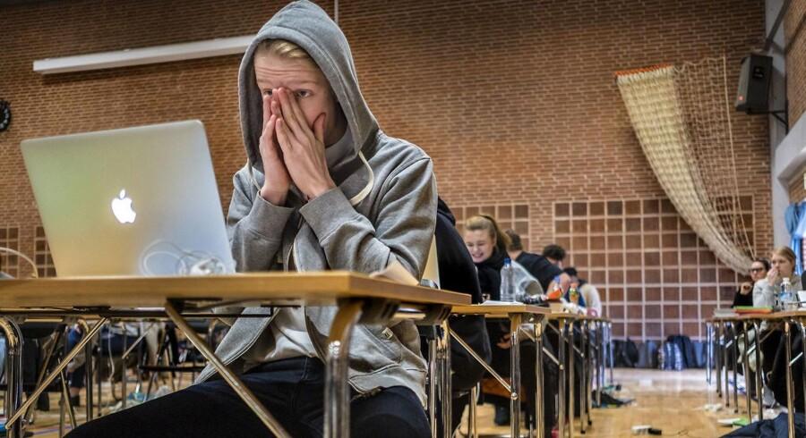 Tobias Rye Markussen er næsten klar til terminsprøve i matematik for 2.g på Borupgaard Gymnasium, der i år har overvåget elevernes computere med et monitoreringsprogram.