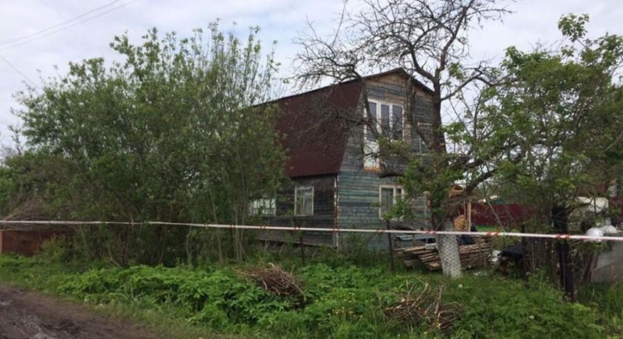 Gerningsmanden bag mordet på ni personer boede i dette hus i landsbyen Redkino halvanden times kørsel fra Moskva. Foto: Russisk politi