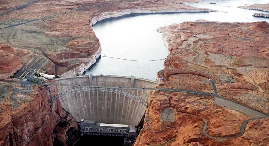 Glen Canyon-dæmningen, Arizona, holder Colorado River, som leverer vand til Nevada, Arizona og Californien, tilbage.