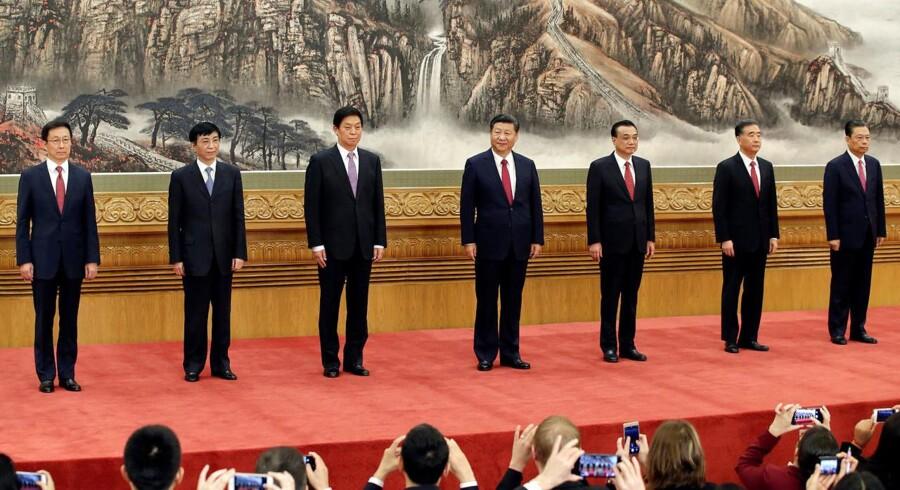 Xi Jinping præsenterede onsdag det nye stående udvalg. Modsat normen, var det ingen oplagte arvtagere til Xi. Til gengæld var der helt efter normen – ingen kvinder.
