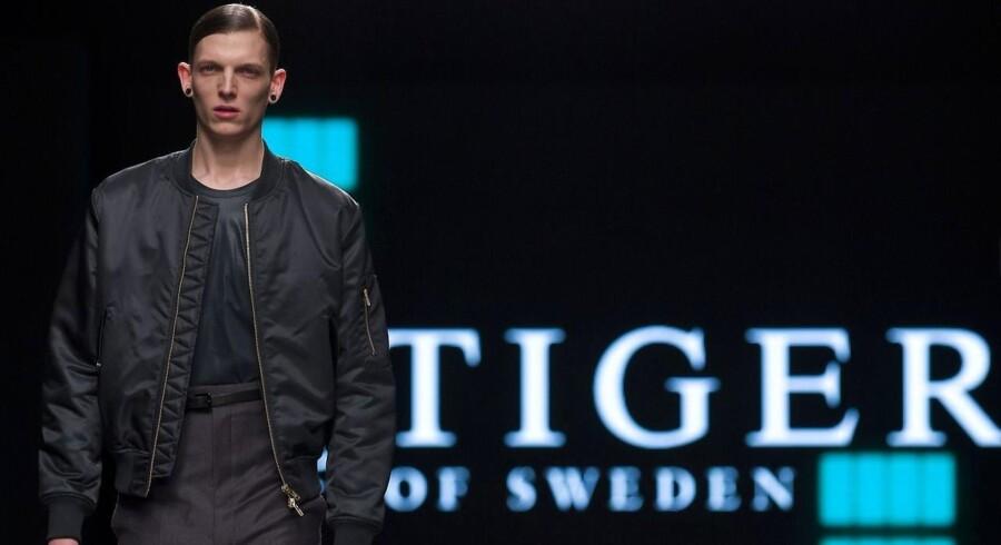 Kunderne klikker i højere grad modetøj hjem via internettet i stedet for at svinge dankortet i modehuset IC Groups fysiske butikker.