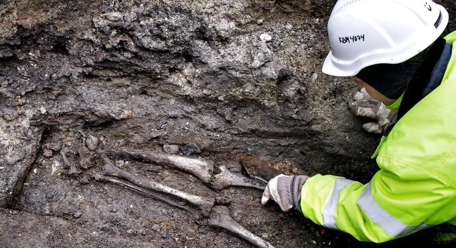 ARKIVFOTO: 20 skeletter af de første københavnere fundet på Rådhuspladsen