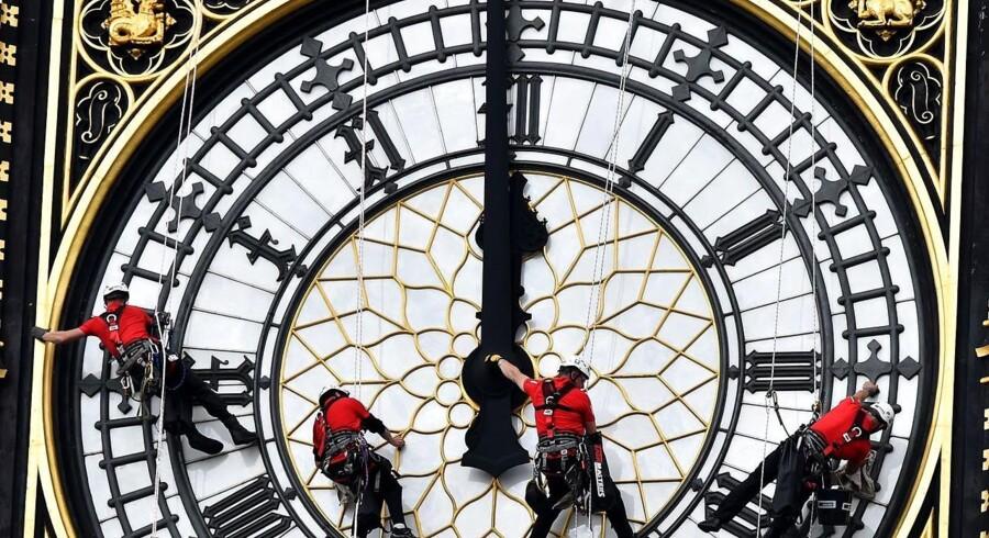 Vi kan desværre ikke vise et foto af Jeff Bezos' 10.000 års ur, så her er i stedet et billede fra en tidligere reparation af Big Ben-tårnuret i London.
