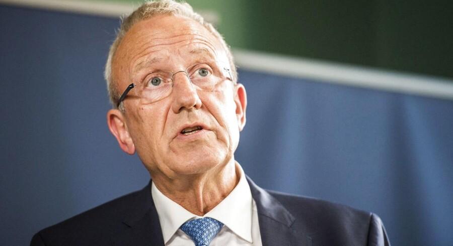 Ifølge beskæftigelsesminister Jørn Neergaard Larsen (V) er det uholdbart for Danmark at hente arbejdskraft fra udlandet, hvis tusindvis af danskere uden arbejde kunne udføre det.