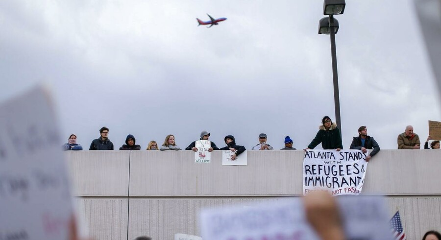 Protest ved Hartsfield-Jackson Atlanta International Airport over indrejseforbuddet.