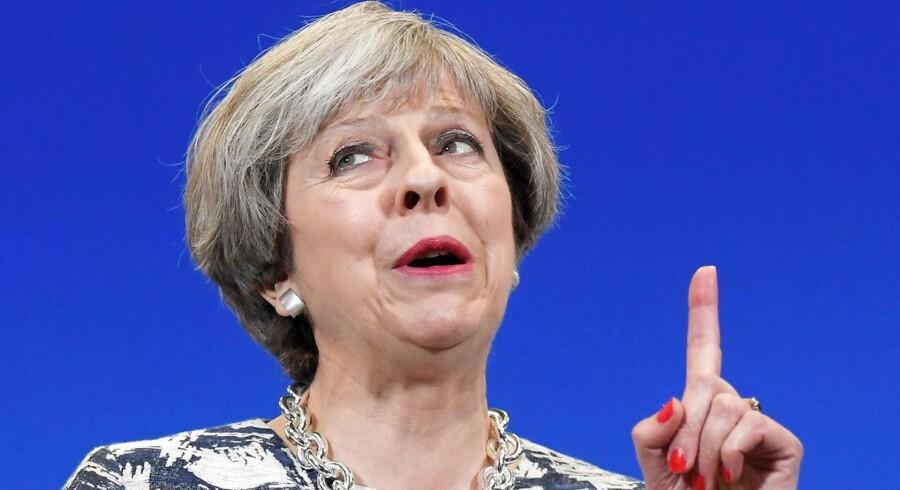 Det britiske aktieindeks FTSE 100 er i hopla, efter at Storbritannien er kastet ud i lidt af en politisk krise i kølvandet på det britiske valg.