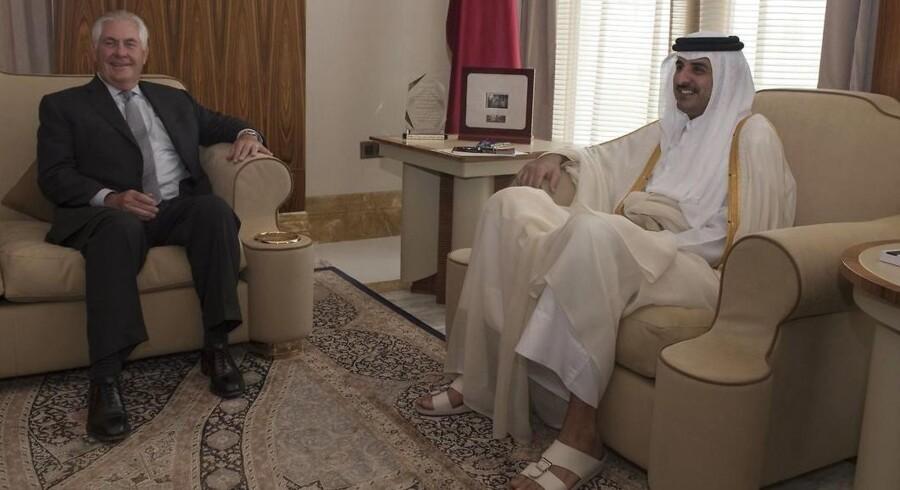 Den amerikanske udenrigsminister, Rex Tillerson, mødtes med Emiren fra Qatar Sheikh Tamim Bin Hamad Al Thani i Doha 13. juli 2017.