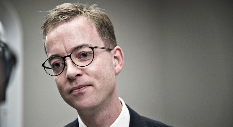 Esben Lunde Larsen kritiseres nu igen for ikke at levere det, der bliver forventet af ham fra regeringens støtteparti, Dansk Folkeparti. I forrige uge forlod DF således et møde med ministeren i protest.