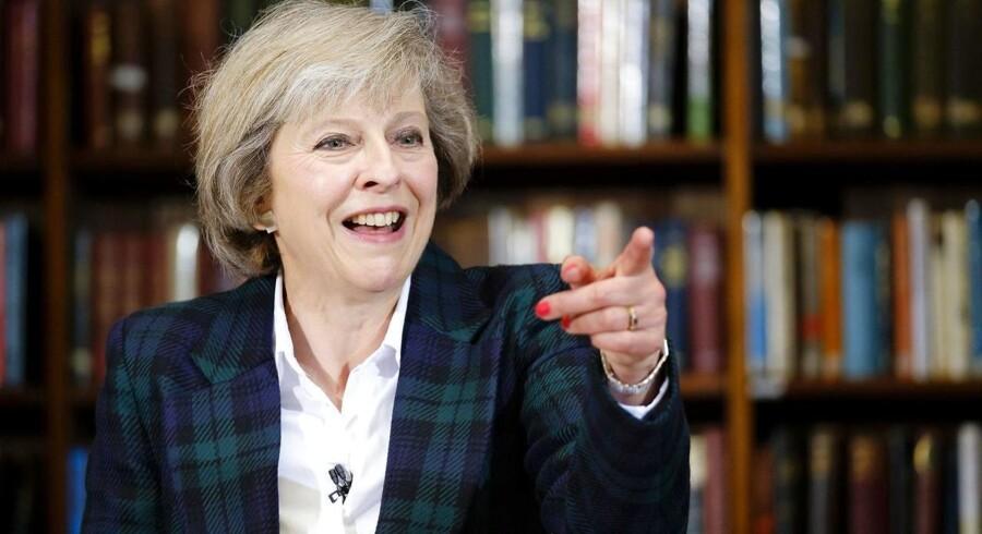 Minister Theresa May griber ud efter Storbritaniens øverste politiske embede.