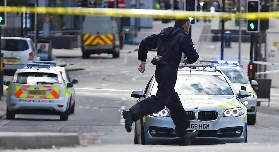 Tilstanden er kritisk for 20 af de sårede fra mandag aftens bombeangreb i Manchester. Det oplyser den lægeansvarlige i området.