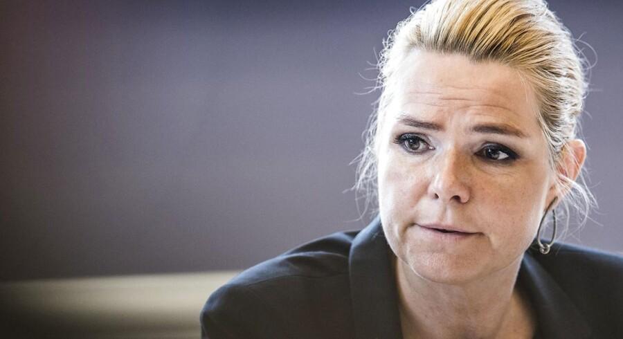 Folketingets Udlændinge- og Integrationsudvalg har fredag den 23. juni 2017 kaldt udlændinge- og integrationsminister Inger Støjberg (V) i åbent samråd om beslutningen undtagelsesfrit at adskille ægtepar på asylcentre, hvor den ene ægtefælle er under 18 år. Det er andet samråd om samme sag og det første samråd 1. juni varede hele fem timer.. (Foto: Ida Marie Odgaard/Scanpix 2017)