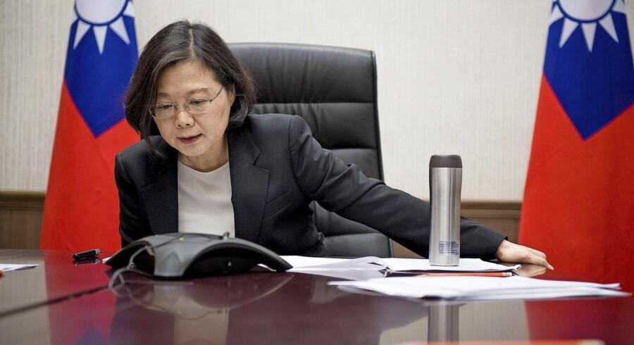 Næsten 40 års balancegang med Kina blev brudt, da Donald Trump tog telefonen for at modtage en lykønskning fra Taiwans nyvalgte præsident, Tsai Ing-wen.
