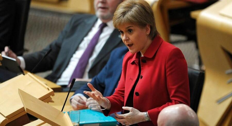 Skotlands førsteminister Nicola Sturgeon under parlamentets uafhængighedsdebat tirsdag aften.