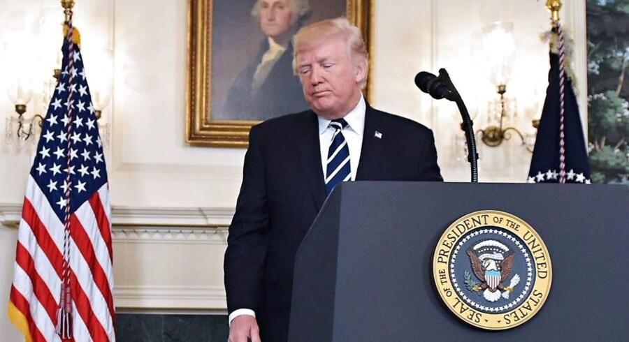 »Vi vil tale om våbenlove, efterhånden som tiden går,« siger USA's præsident, Donald Trump, efter massakren i Las Vegas, hvor mindst 59 er dræbt og langt over 500 er såret.