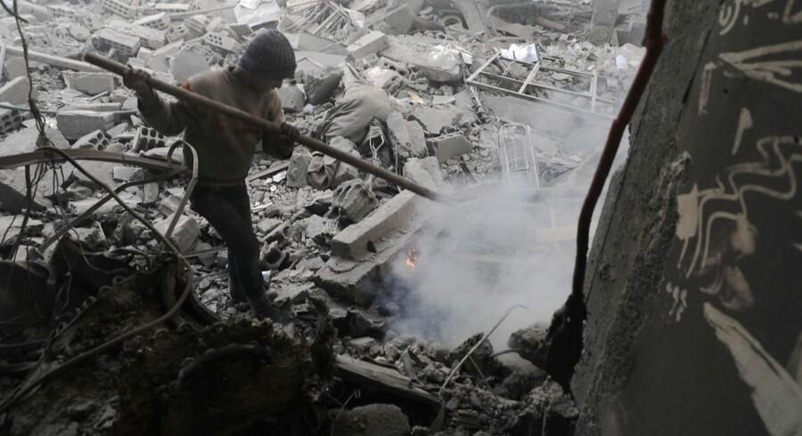 I løbet af den offensiv, der har varet en måned, har syriske regeringsstyrker med hjælp fra loyale grupper indtaget meget af det østlige Ghouta, som er blevet opsplittet i flere enklaver af militæret. / AFP PHOTO / HAMZA AL-AJWEH