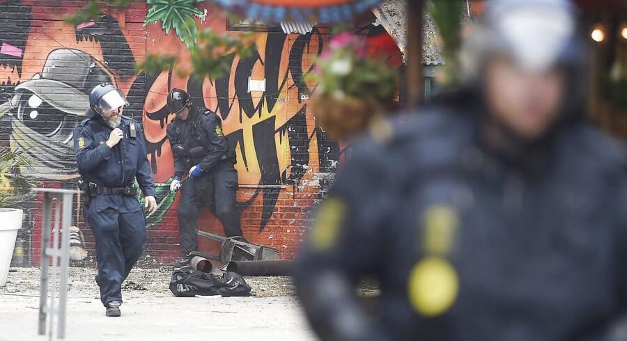 Betjente er jævnligt forbi Pusher Street på Christiania, hvor der fortsat sælges hash. Arkivfoto. Liselotte Sabroe/Scanpix 2016.
