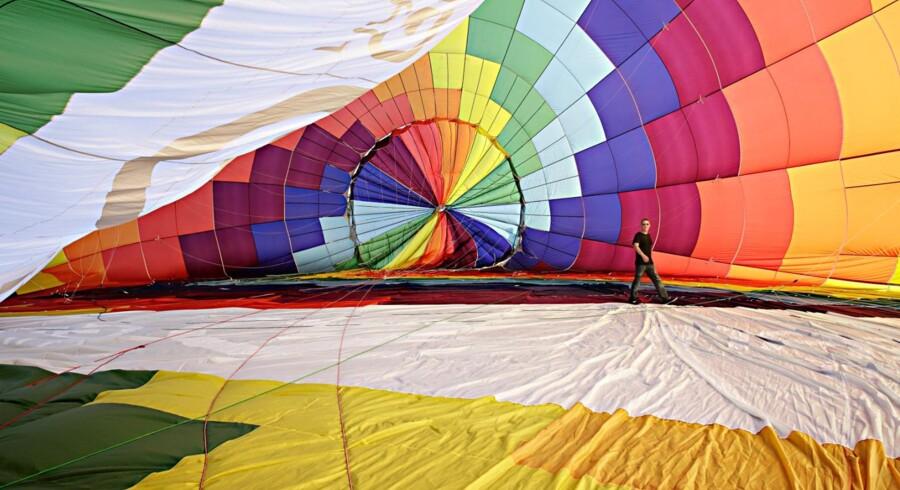 Nikolai Bille Krogh, stifter af Go Dream, har altid drømt om at flyve i luftballon, så han købte én. Det er en af de oplevelser man kan købe gavekort til hos Go Dream. Foto: PR.